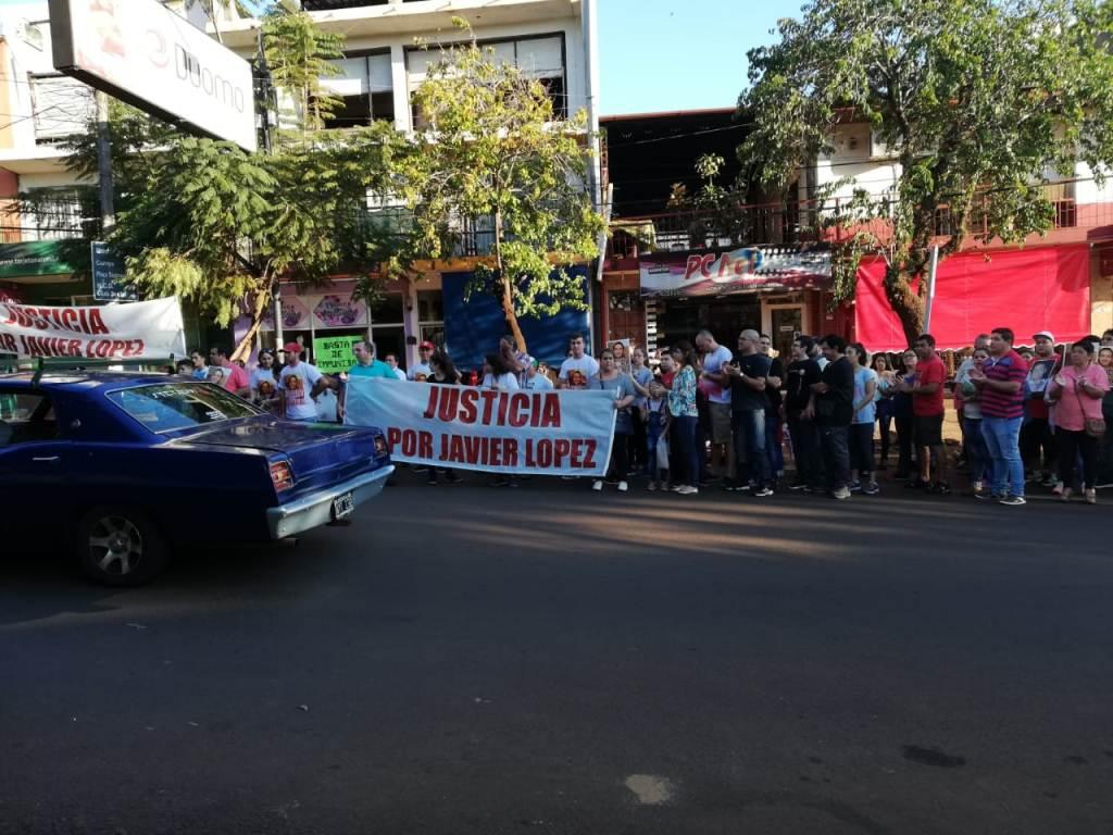 Caso Javier López: reclamaron justicia, pintaron su estrella y exigieron el cambio de carátula en la causa