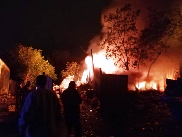 Un brasero desató el incendio que consumió dos casas sobre la calle España de Posadas