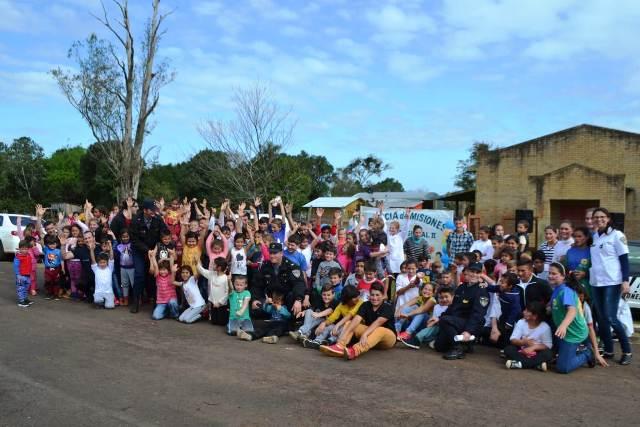 Con juegos y mucha diversión la Policía agasajó a los niños en Panambí