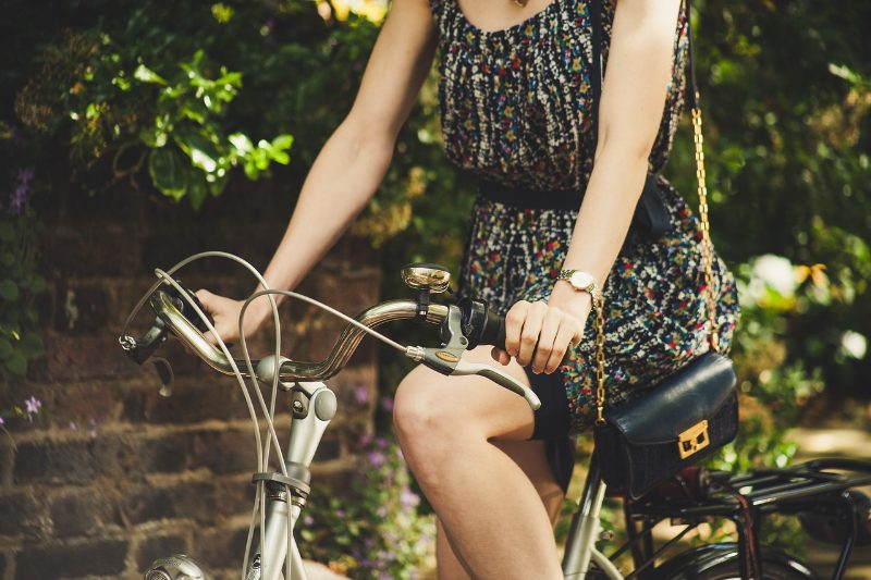 Caminar, manejar moto y bicicletear, algunas actividades con las que puedes contribuir al cuidado del planeta
