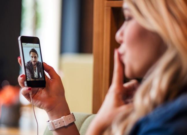 Smartphones: ¿cómo saber si te espían el celular?