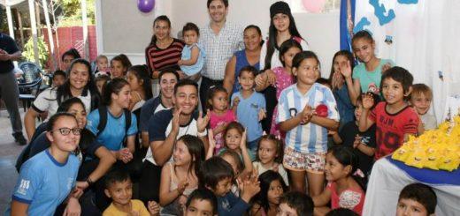 Martín Goerling junto a un centenar de chicos celebraron el Día del Niño en el Barrio San Isidro