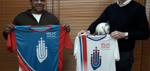 El Iplyc entregó camisetas para futbolistas del barrio Santa Rosa de Posadas