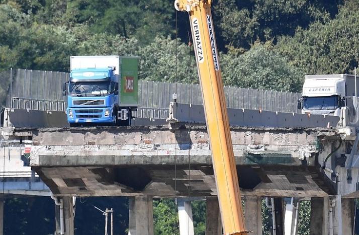 Puente en Génova: la tragedia suma al menos 42 muertos y continúan las tareas de rescate