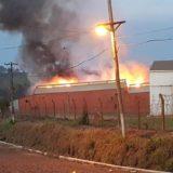 Incendio en el secadero: la yerbatera Piporé perdió unos 40 mil kilos demateria prima