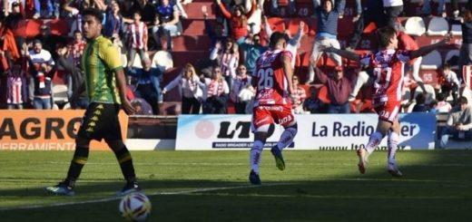 Fútbol: Unión arrancó con victoria la Superliga
