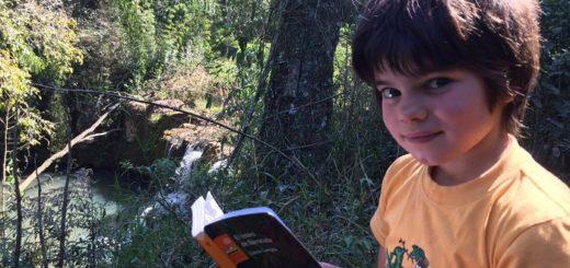 Una infancia colmada de sueños y lectura en plena selva misionera: con tan sólo 11 años leyó más de 20 libros en cuestión de meses