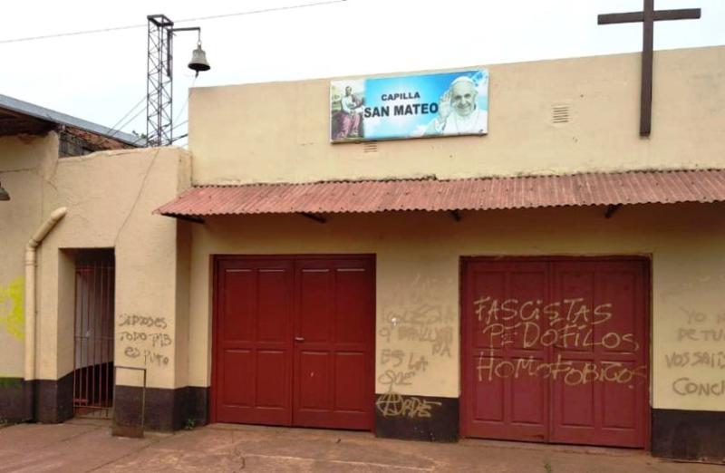 La Capilla San Mateodel barrio Sur Argentino de Posadas amaneció con pintadas