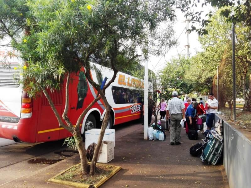 Continúa la protesta de los maleteros en la Terminal de Ómnibus de Posadas