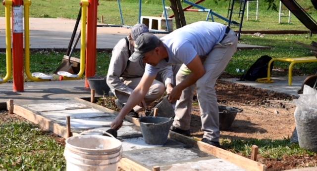 La Municipalidad construye una plaza en barrio Motem de Posadas