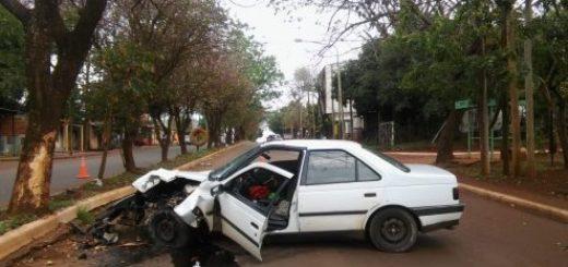 Posadas: automovilista herido al despistarse y chocar contra un árbol
