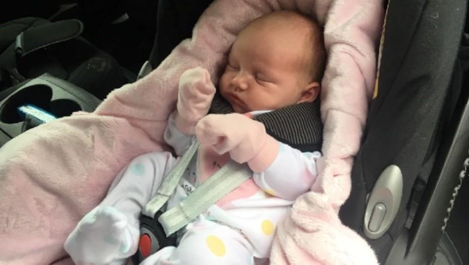 Una beba casi muere por viajar mucho tiempo en el auto y ahora advierten del peligro