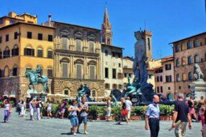 Italia: en Florencia se multará a quienes coman en lugares públicos