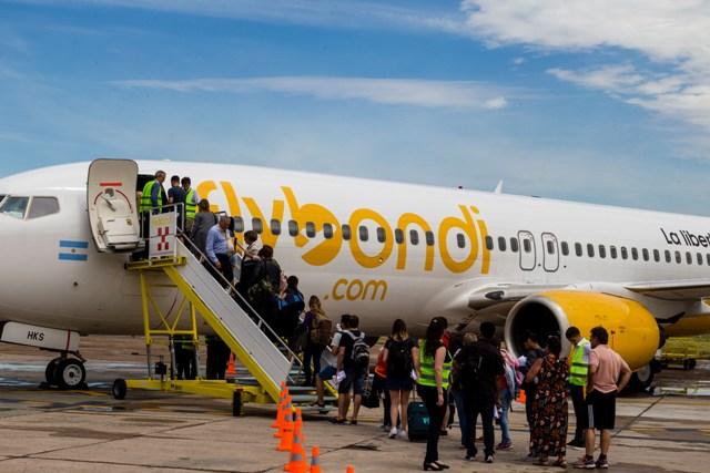 A pesar de las demoras y suspensiones de vuelos, Flybondi vendió 190 mil pasajes en agosto