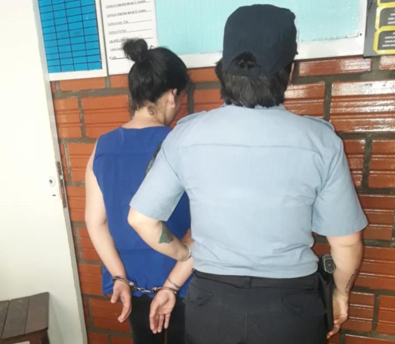 Detuvieron a una mujer por haber castigado a cintarazos a su hija de dos años