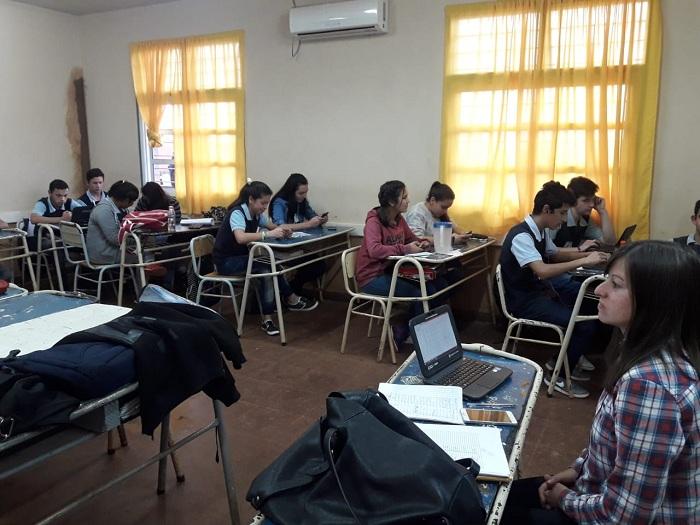 Promueven un nuevo método de evaluación y enseñanza a través de celulares y netbooks en la EPET N°25 de Campo Grande
