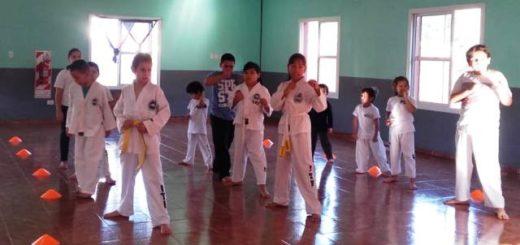 El municipio ofrece actividades deportivas y culturales gratuitas en el SUM de la Chacra 122 de Posadas
