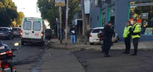 Choque entre dos autos en Lavalle y Queirel dejó a uno de los conductores heridos