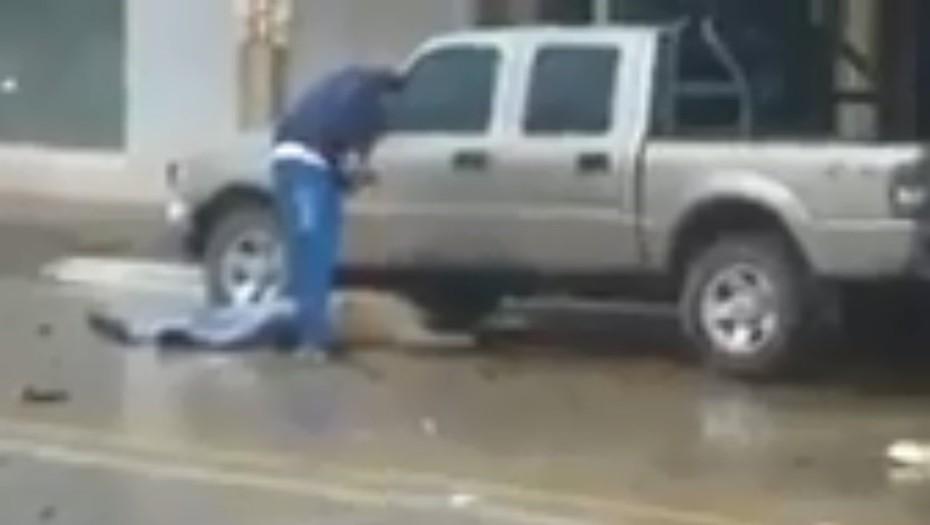 Video: manejaba borracho, atropelló, mató y se bajó a insultar a las víctimas