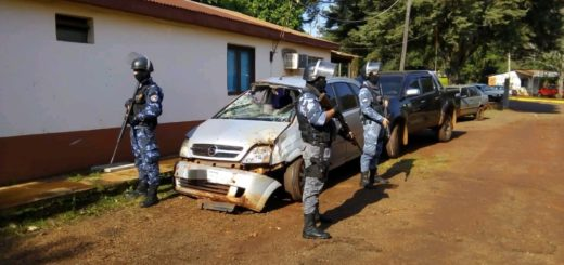 Jardín América: traficantes abandonaron un vehículo robado en Buenos Aires tras un despiste