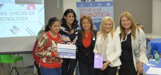 """Entregaron certificados y presentaron las aplicaciones de las jóvenes que participaron del programa """"Chicas en Tecnología"""" en Posadas"""