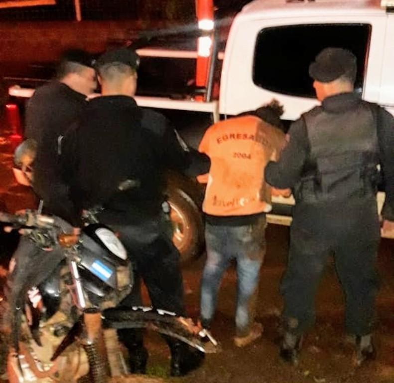 Violencia en Oberá: lluvia de piedras contra la Policía durante un operativo