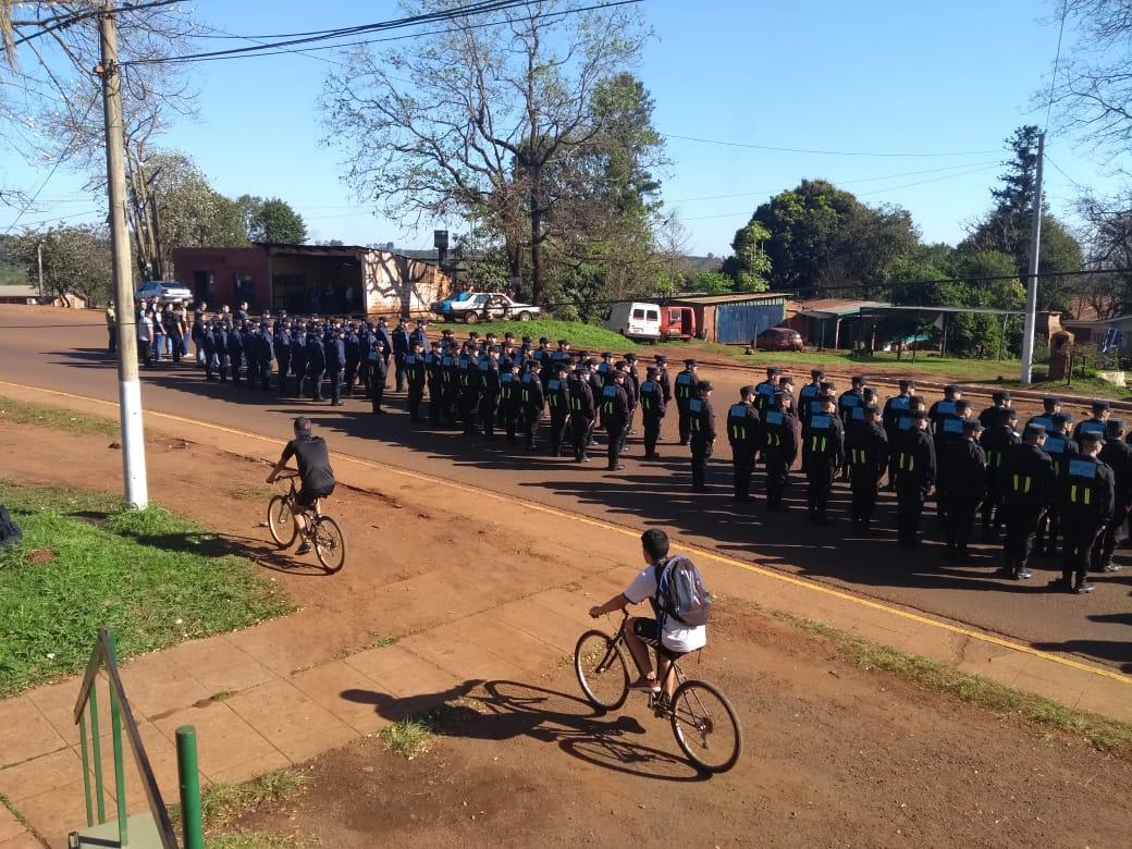 Megaoperativo policial a pleno en rutas y barrios de Eldorado