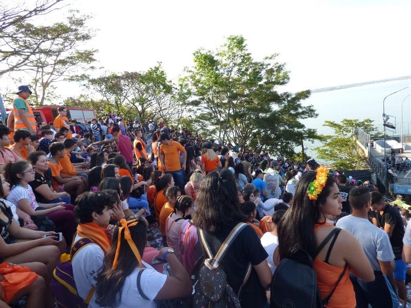 """Miles de estudiantes secundarios de Posadas participan de la décima edición de """"Por los jóvenes todo"""""""