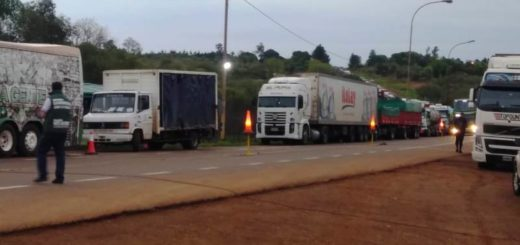 #ParoNacional: camioneros llevan adelante una concentración en San José pero sin interferir con el tránsito