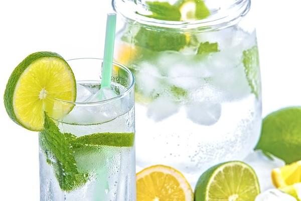Nutrición: ¿Cómo preparar aguas saborizadas naturales?