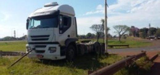 Se soltó el amarre y un camión que era remolcado por otro casi desata una tragedia