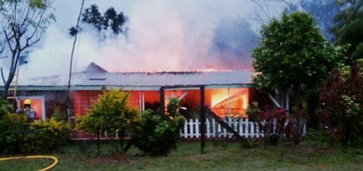 Incendio destruyó íntegramente una vivienda en Colonia Fracrán