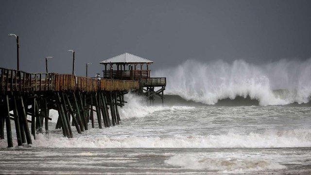 Cuatro personas murieron tras la llegada del huracán Florence a EEUU