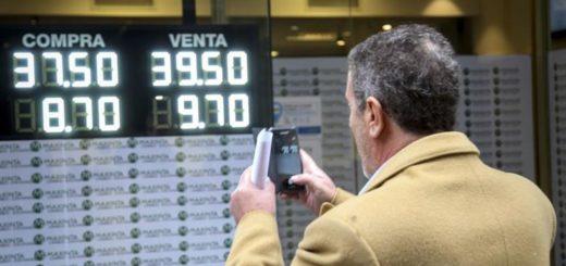 Los anuncios oficiales no calmaron al dólar, que trepó 2,7% a $ 39,04