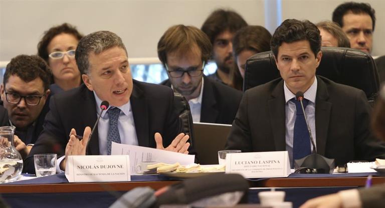 Debate del presupuesto en Diputados: Dujovne rechazó reestructuración de deuda y dolarización de la economía