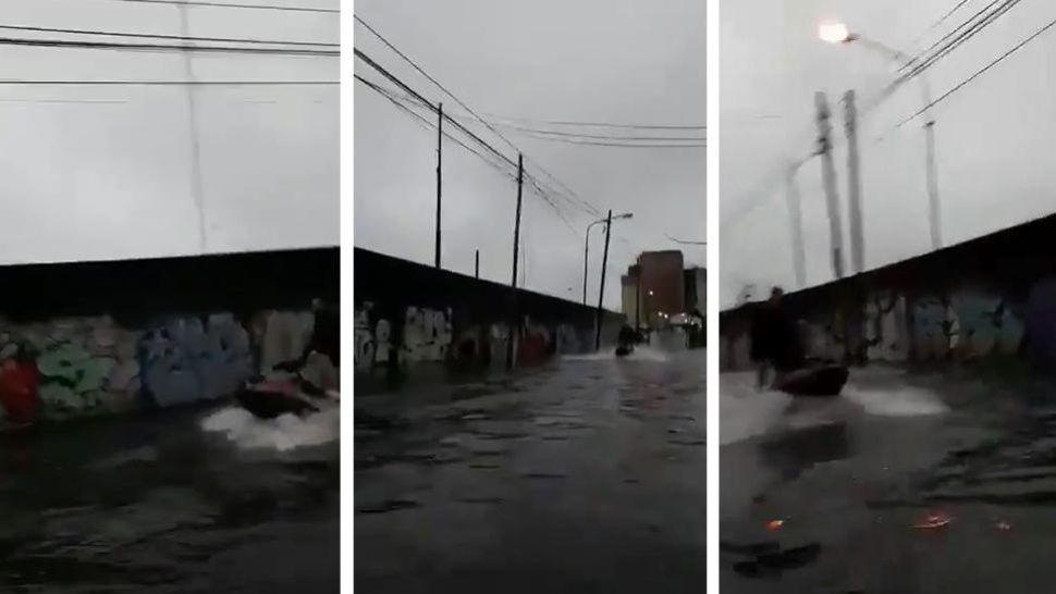 Insólito: aprovechó las calles inundadas de Buenos Aires para salir en Jetski