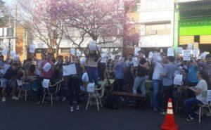 Posadas: Estudiantes de la Universidad Católica realizaron una sentada en reclamo a los aumentos de la cuota mensual