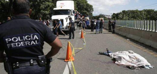 México: falleció un joven que formaba parte de la caravana de inmigrantes al caerse del tráiler en el que viajaba