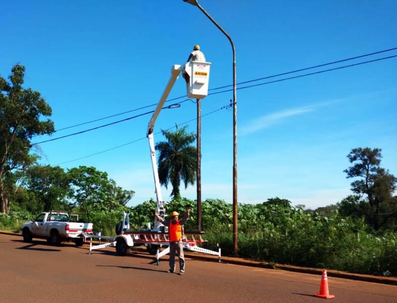 Emsa realiza trabajos en el alumbrado público de Posadas