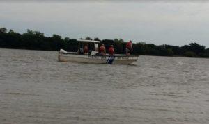 Corrientes: Prefectura busca a dos hombres que desaparecieron en aguas del río Paraná tras volcarse la canoa en la que viajaban