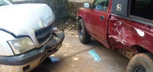 Murió un conductor luego de desvanecerse al mando de una camioneta e impactar contra vehículos estacionados