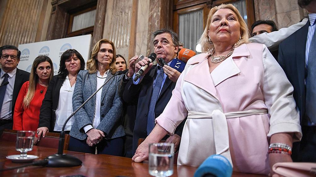 El peronismo bloqueó la asunción de Carrió como presidenta de la bicameral de control de fiscales