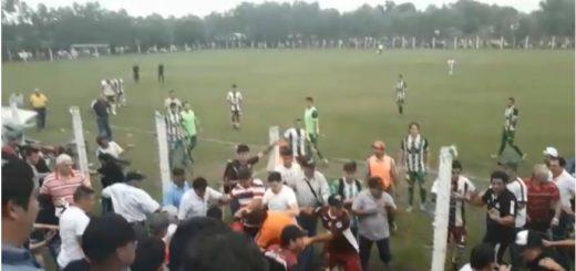 Batalla campal en el fútbol paraguayo por el ingreso de una batucada a una de las hinchadas