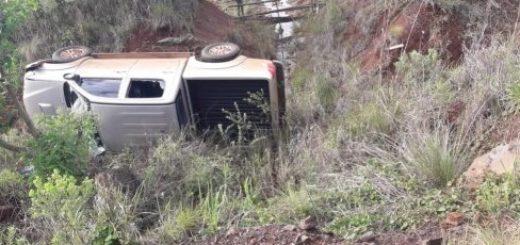 Un herido al despistar una camioneta cerca del acceso a Cerro Corá