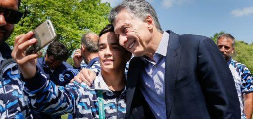 JJOO de la Juventud: Los atletas argentinos, con el misionero Eduardo Lovera, fueron recibidos por Mauricio Macri en Olivos