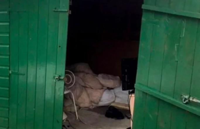 Conmoción en Inglaterra: rescatan a hombre que pasó 40 años esclavizado en una casilla