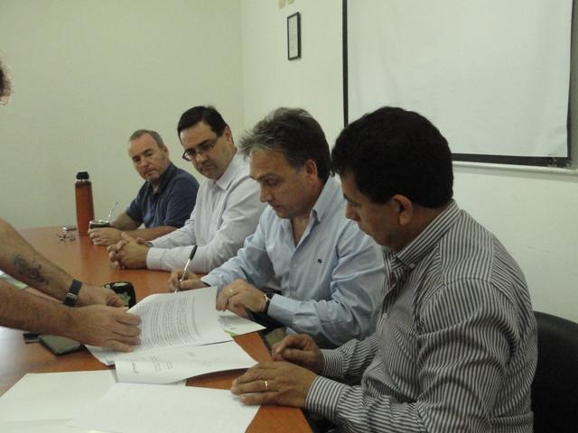 Acuerdan implementar un método de control de plagas con nulo impacto ambiental en el sector tabacalero