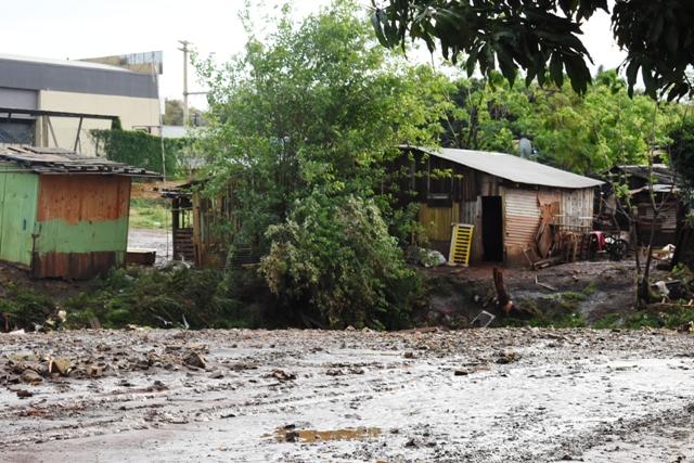 Temporal en Posadas: unas 200 familias fueron afectadas por el desborde de arroyos y al drama de los inundados se suma un pronóstico que anuncia más lluvias