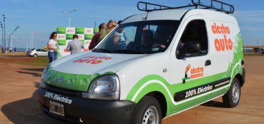 """Alumnos del ISTA trabajaron con el """"electro auto"""" para interiorizarse en materia de vanguardia automotriz"""