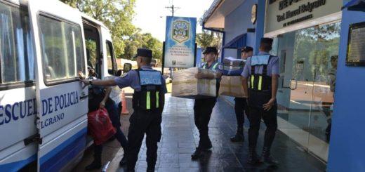 La Policía entregó donaciones a la familia que perdió todo en el trágico incendio ocurrido en Posadas
